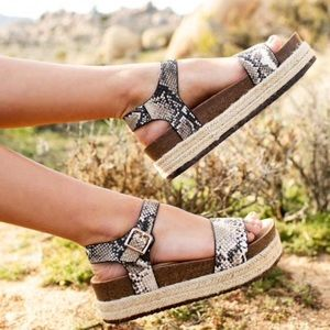 Snake Beige Brown One band Sandals
